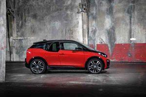 Seitlich: BMW i3s sportliches Elektroauto